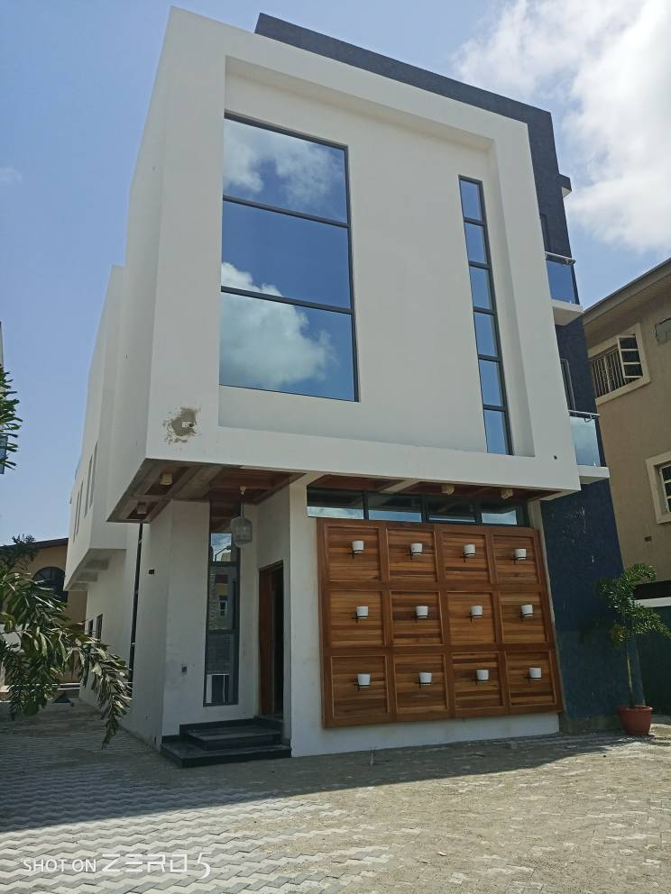 A Beautifully Designed 5 Bedroom Duplex at Lekki Phase 1