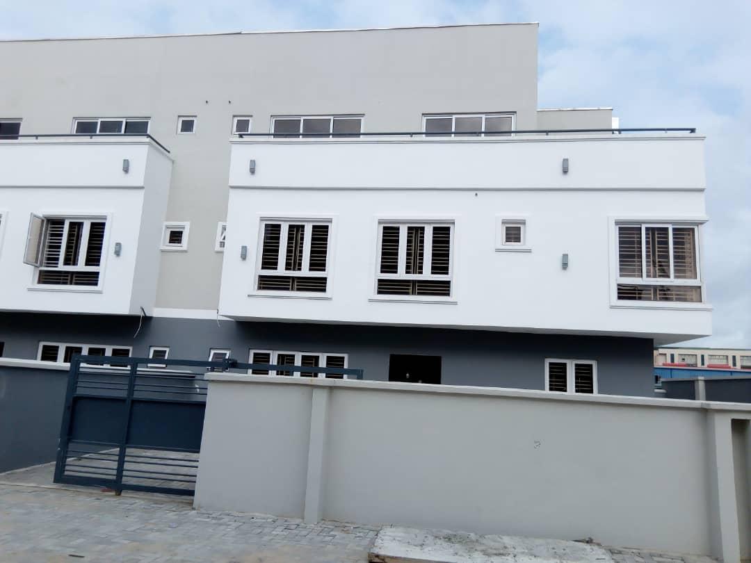 5 Bedroom Neatly Finished Terrace in Ologolo